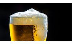Polícia a pivovarníci varujú pred alkoholom za volantom