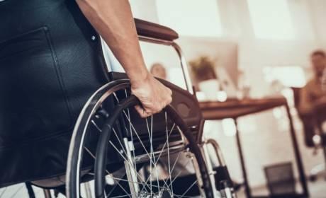 Je možné uložiť invalidnému dôchodcovi trest povinnej práce, ak sa javí zdravotne spôsobilý pre jeho výkon?